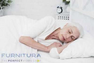 oudere vrouw slapen